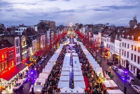Chợ Giáng sinh Châu âu rộn ràng chào đón du khách