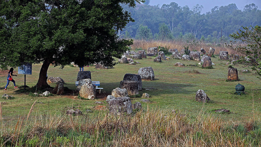 Khám phá cánh đồng chum 2000 năm ở Lào