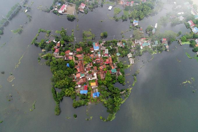 Huyện Chương Mỹ - Nước ngập sâu khiến người dân phải di tản lên đê