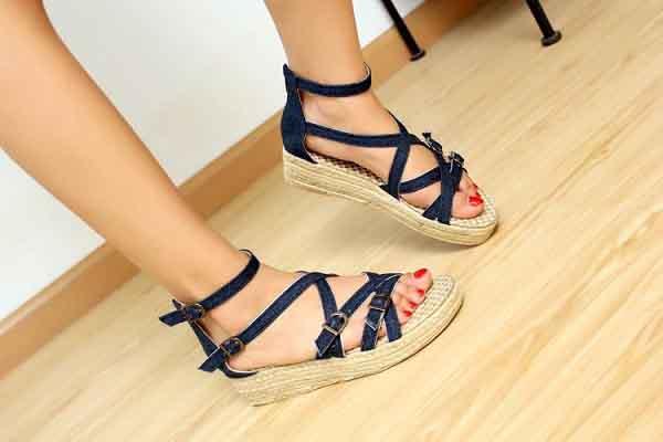 Những kiểu giày sandals được ưa chuộng trong hè 2018