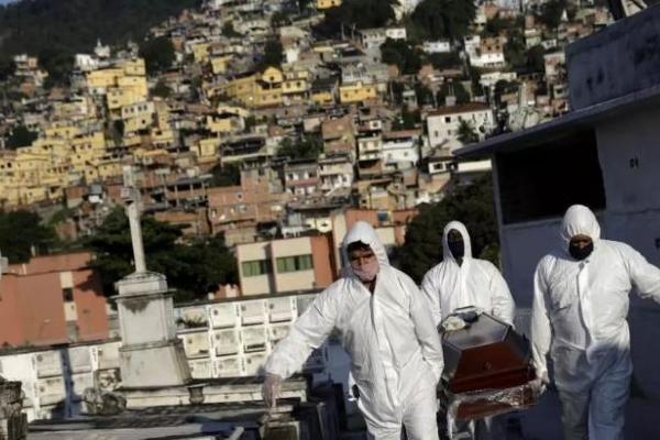 Brazil vượt Mỹ về số người tử vong vì COVID-19 tính trong 24 giờ qua