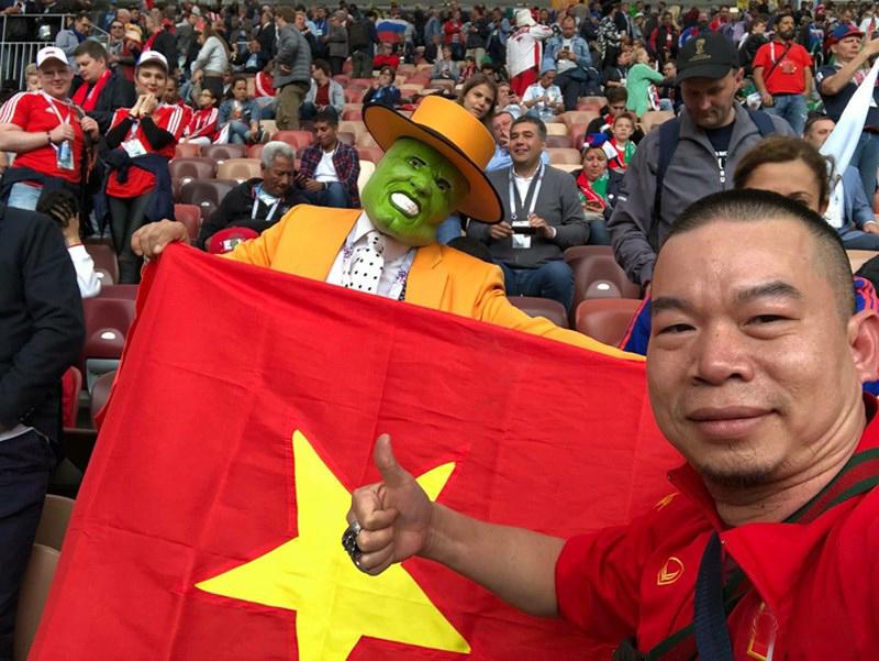 Quốc kỳ Việt Nam tung bay tại khai mạc World Cup 2018