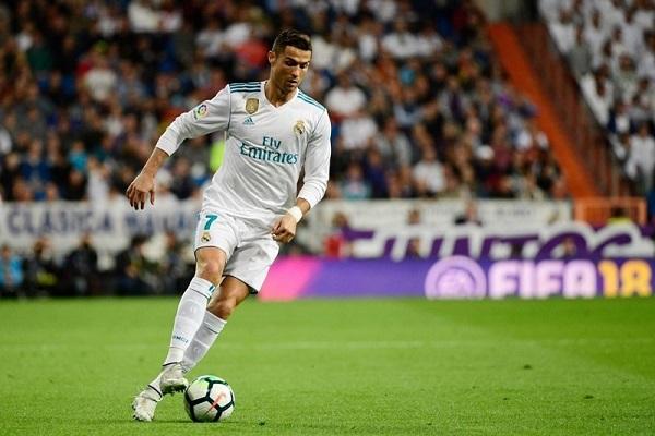 "Ronaldo hoãn ""đua"" Pichichi với Messi"