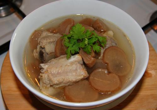 Ngon tuyệt món canh củ cải muối nấu sườn