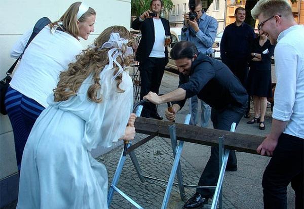 Trên thế giới có rất nhiều tục cưới hỏi khác lạ