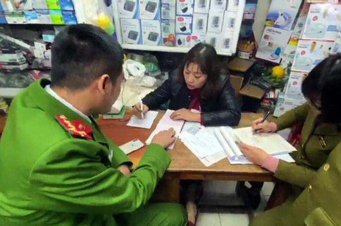Hà Nội: Bị phạt vì bán khẩu trang độn giá