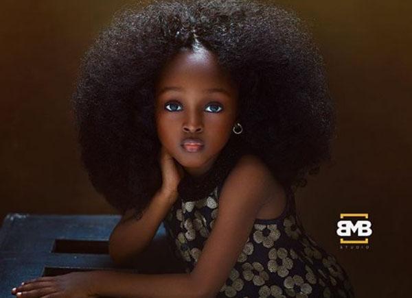 Vẻ đẹp búp bê hút hồn của em bé da màu