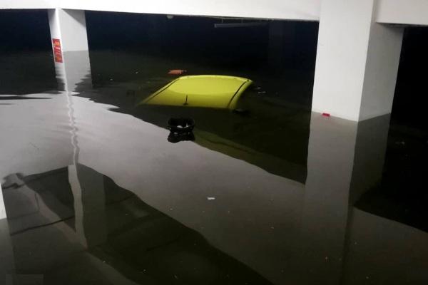 Đà Nẵng: Có nơi nước lên tới cổ, nỗ lực giải cứu nhiều người mắc kẹt