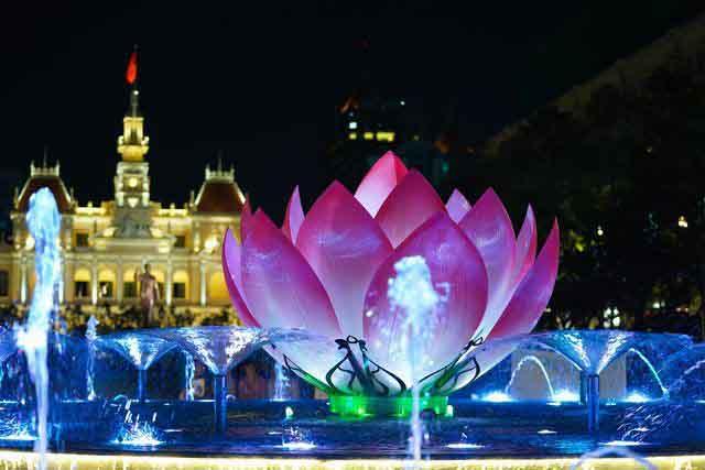 Phố đi bộ Nguyễn Huệ trình diễn nhạc nước hàng đêm