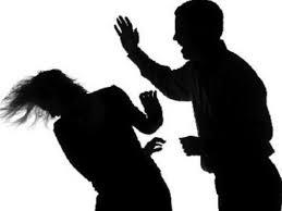 Cự cãi không xong, một người đàn ông đánh vợ đến chết