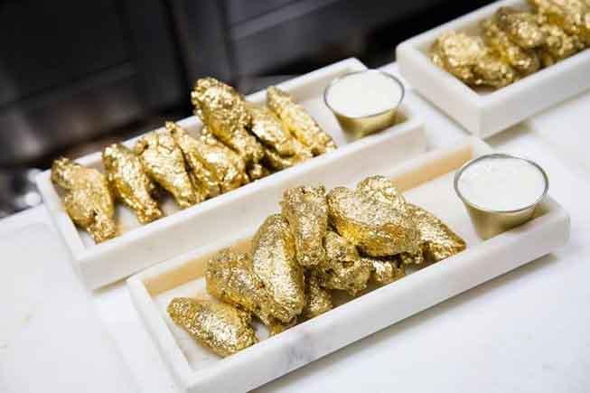 Cánh gà dát vàng gây sốt ở Mỹ