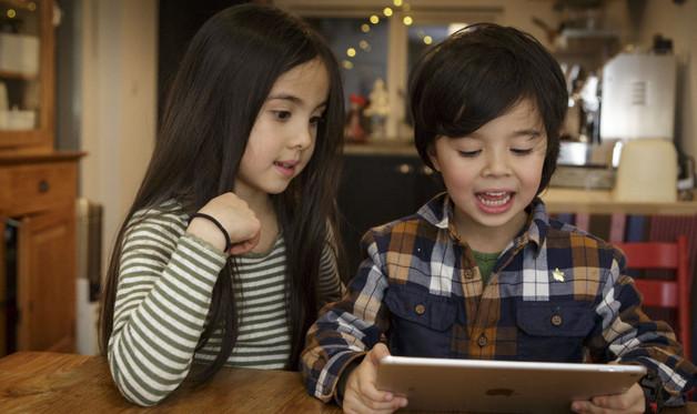 Trẻ sẽ bị bệnh gì khi thường xuyên sử dụng smartphone?