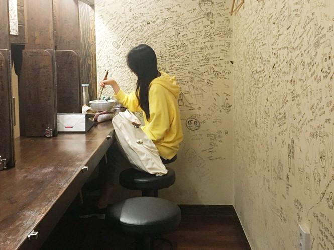 Chuyện lạ: Thanh niên Hàn Quốc đang giã từ danh vọng