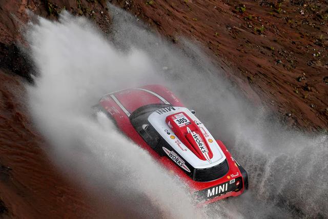 """""""Zoom"""" giải đua xe địa hình xuyên sa mạc khốc liệt nhất hành tinh Dakar Rally"""