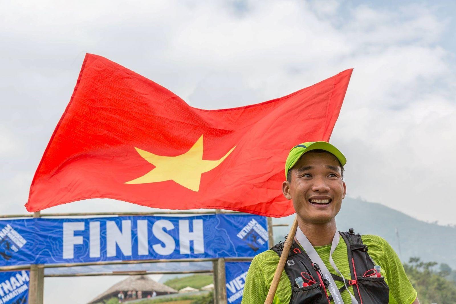 Chàng trai Việt thành công tại đường chạy marathon khắc nghiệt nhất Châu Âu 2018