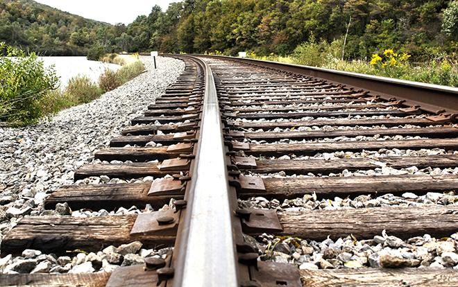200 năm qua, vì sao đường ray xe lửa luôn được rải đá?