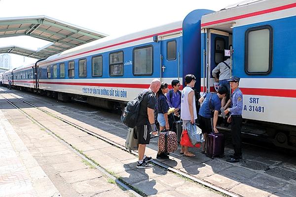 Đường sắt giảm giá vé cho giáo viên và đoàn viên Công đoàn
