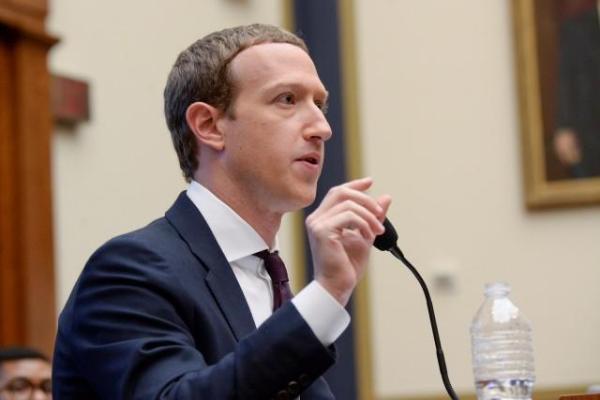 Mark Zuckerberg viết tâm thư khi bị tố lấy lòng Tổng thống Mỹ, nhiều nhân viên nghỉ việc