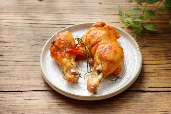 Cuối tuần làm gà nướng bằng nồi chiên không dầu vô cùng đơn giản