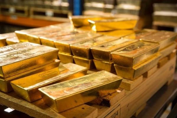 Vàng tiếp tục giảm giá, người dân đổ xô đi bán