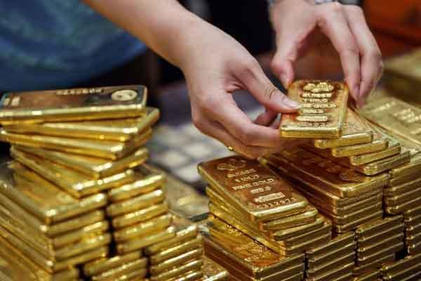 Giá vàng tiếp tục lao dốc, người mua đỉnh lỗ đến 13 triệu đồng