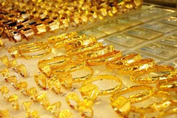 Giá vàng trong nước lập đỉnh mới, bỏ xa đà tăng của thế giới