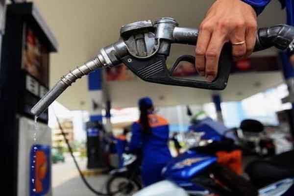 Ngày mai, giá xăng sẽ tăng hơn 1.000 đồng/lít?