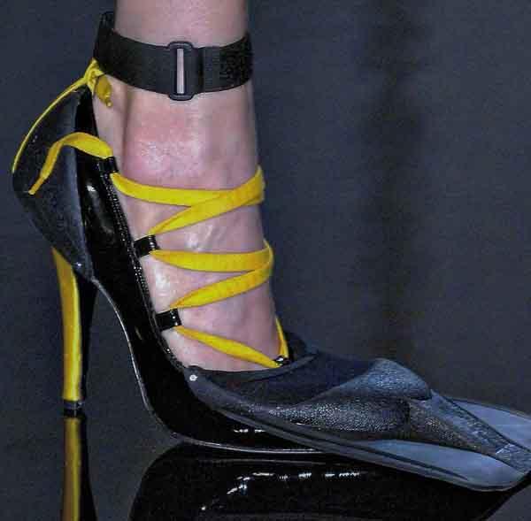 Cùng 'ngất xỉu' với những mẫu giày kỳ quái