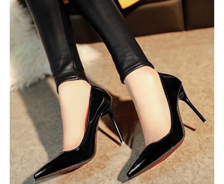 Chuộng giày cao gót, nguy cơ vô sinh