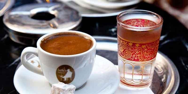 Giữ trắng răng khi uống cà phê