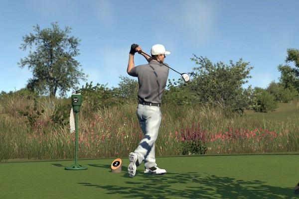 Đánh golf ban đêm hay ban ngày thú vị hơn?