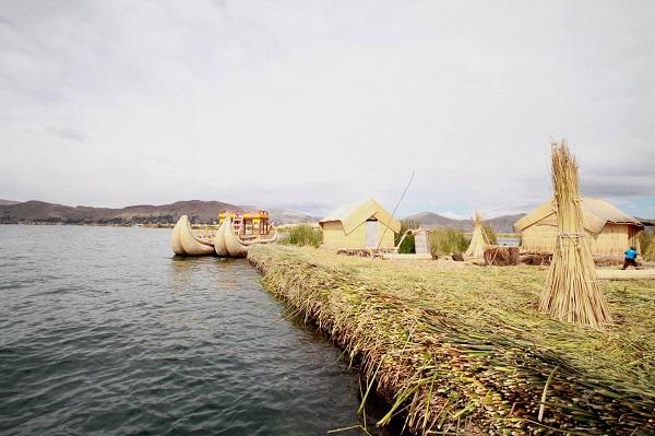 Đảo kết bằng lau sậy trên hồ nước cao nhất thế giới