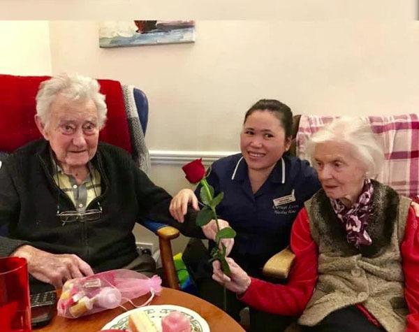 Cặp vợ chồng cùng qua đời trong một ngày sau 80 năm bên nhau