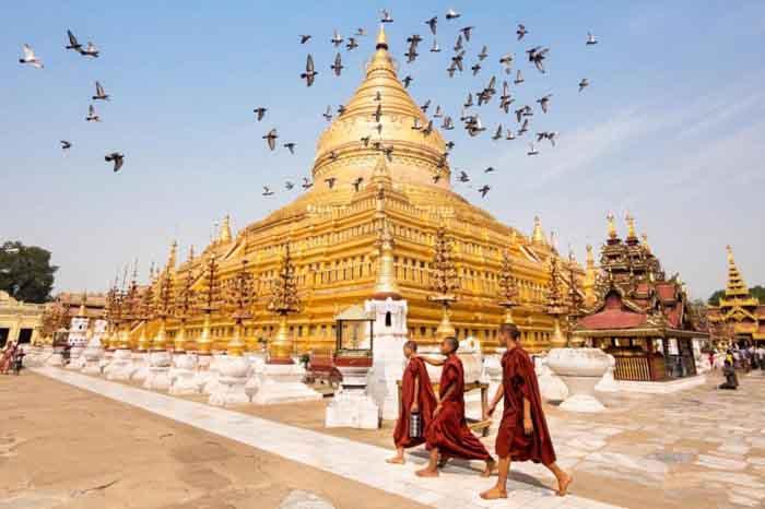 Sôi động du khách kết hợp hành hương và du lịch đầu năm