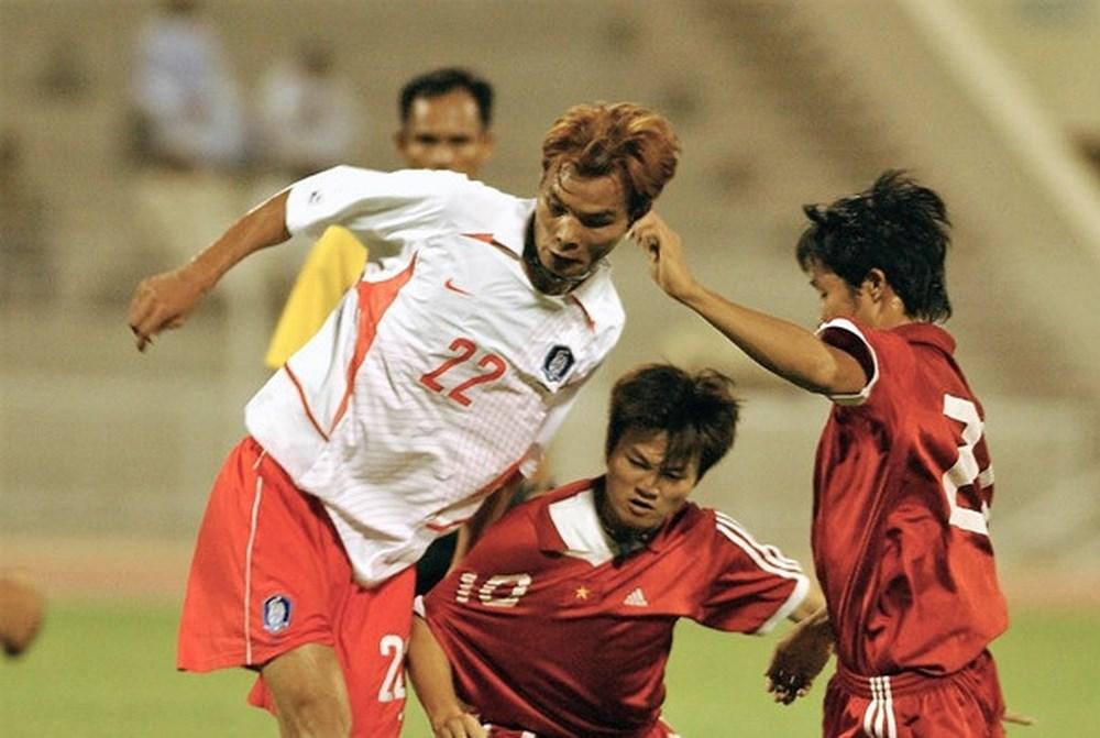 """Xem lại bàn thắng tạo ra """"cơn địa chấn"""" của Văn Quyến vào lưới Đội tuyển Hàn Quốc"""