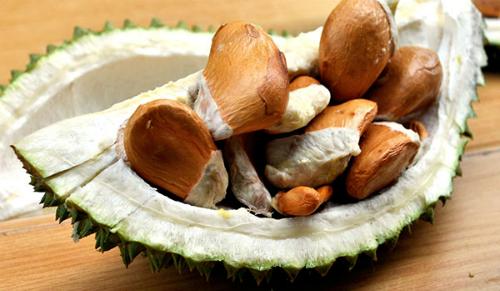 Hạt sầu riêng giá cao gấp đôi quả