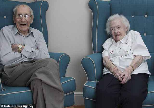 Cuộc sống vợ chồng hạnh phúc của cặp đôi 102 tuổi