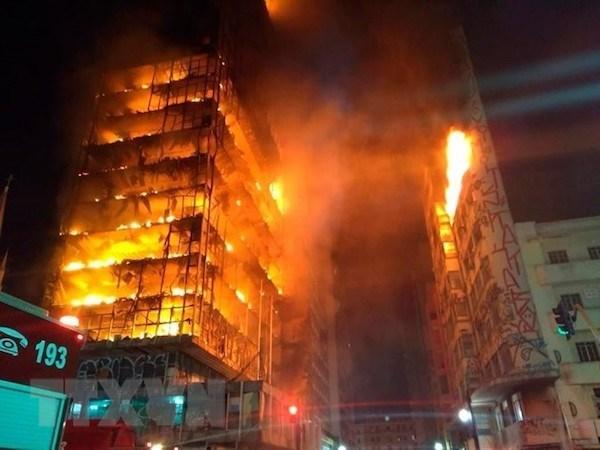 Brazil: 40 người vẫn chưa tìm thấy sau hỏa hoạn