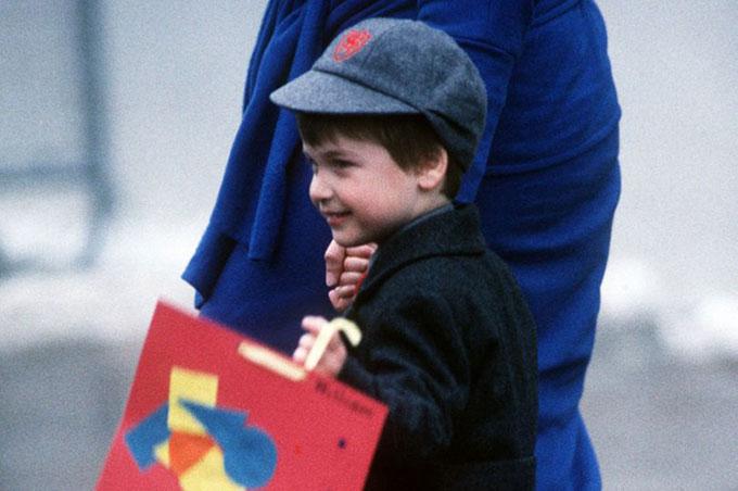 Công nương Diana nói gì với con trong ngày đầu đi học