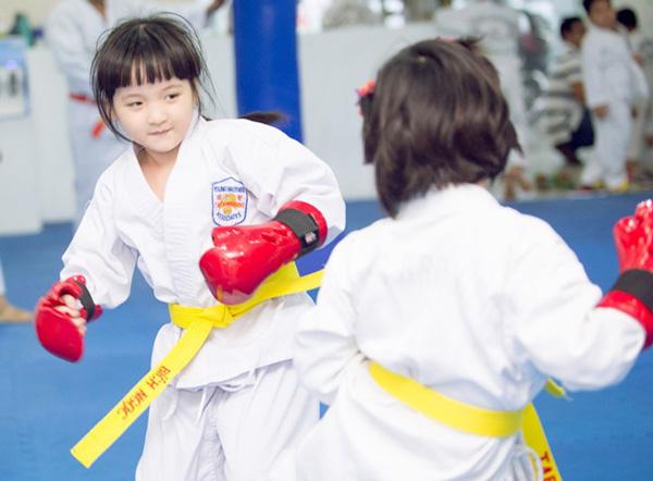 Học võ có nhiều lợi ích không ngờ cho bé?
