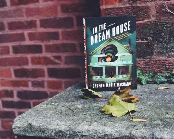 'In The Dream House': Hồi ký ám ảnh về sex và bạo lực gia đình