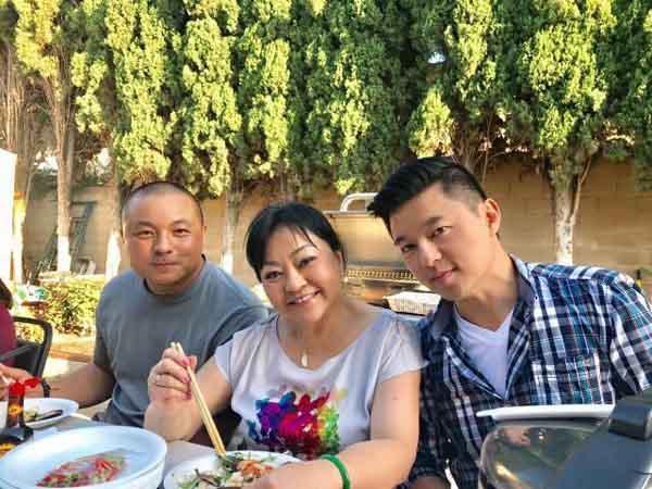 Cùng ngắm mảnh vườn nhiều rau trái của ca sĩ Hương Lan