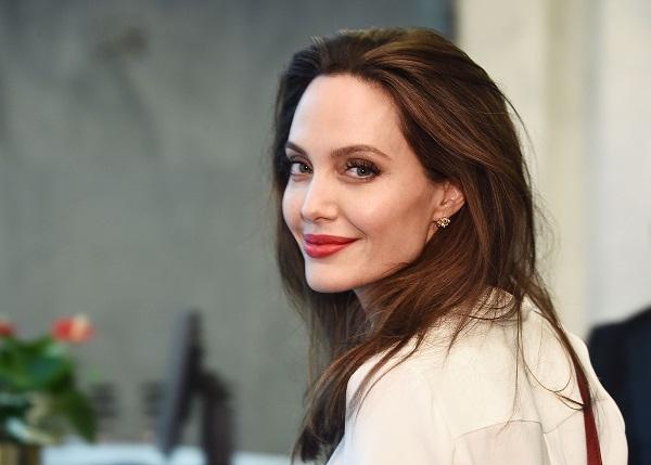 Angelina Jolie hậu thuẫn hết mình cho điện ảnh Campuchia