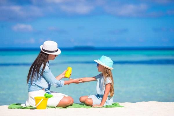 Lưu ý khi dùng kem chống nắng cho bé