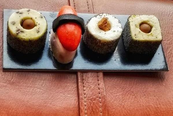 Nhìn xa cứ tưởng sushi, ngắm kỹ mới biết là kem lạnh