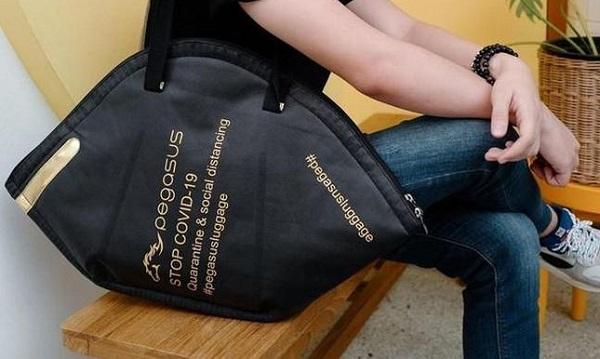 Túi xách hình khẩu trang độc đáo của nhà mốt Thái Lan