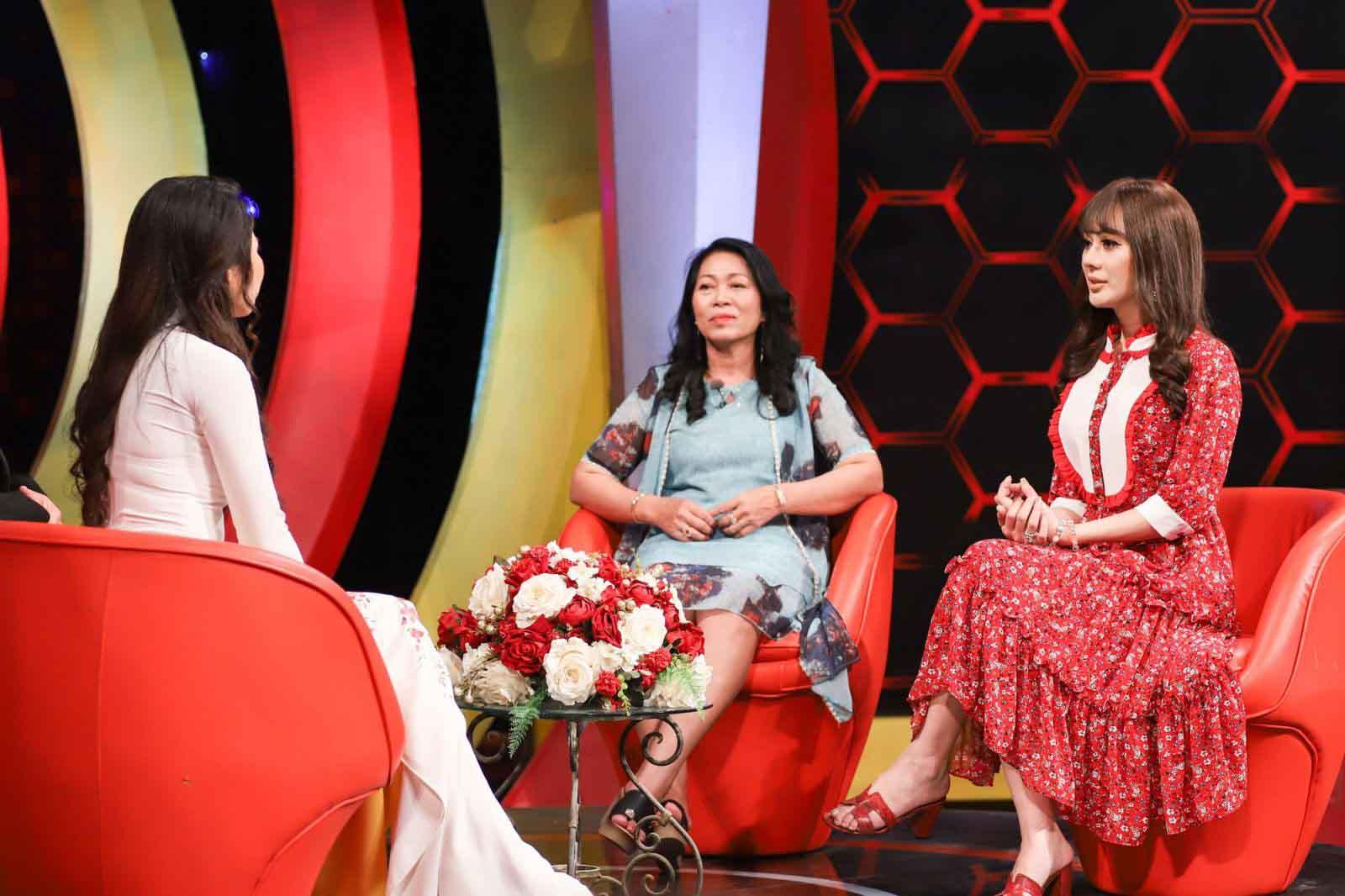 """Lâm Khánh Chi """"tiết lộ"""" đoạn clip bí ẩn khiến mẹ chồng chấp nhận mình"""
