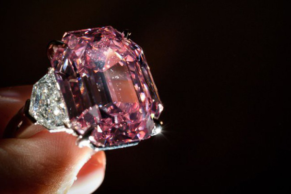 Viên kim cương hồng hiếm có, lập kỷ lục với giá hơn 1,2 nghìn tỉ đồng