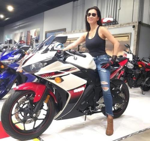 MC Nguyễn Cao Kỳ Duyên lấy được bằng lái môtô ở tuổi U50