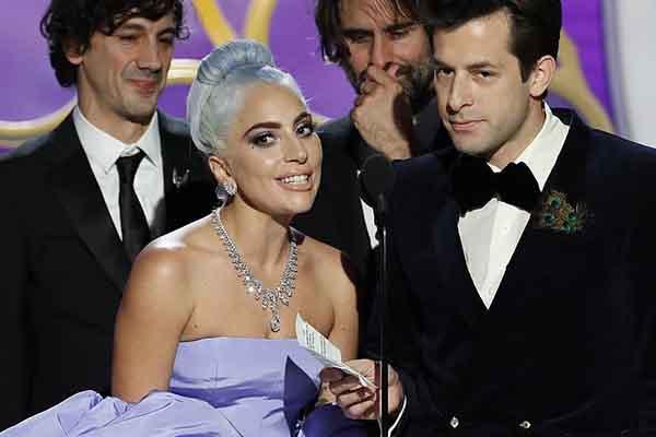Cảm xúc đặc biệt của Lady Gaga khi nhận giải thưởng Quả cầu vàng